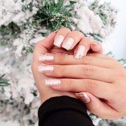 Cantik Dengan Fake Nails