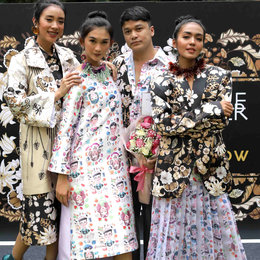 Make Over X Tities Sapoetra Untuk Paris Fashion Show