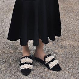 6 Gaya Unik Clozetter Dengan Slippers Andalan