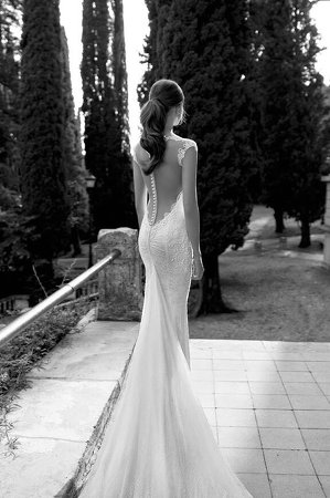 Gorgeous wedding gown: mermaid front with full train at the back