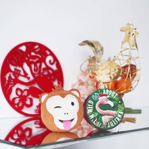 The cheeky monkey is coming home to 'roost' as the new year looms ahead.  Thank you @thebodyshopsg for sending my vanity desk into cuteness overdrive with these adorable beauty goodies! Personalized flamingo body butter?!! I can't ask for a better festive gift!  Who else is eggcited about the Flamingo, I mean Rooster Year too? 🐔  #clozette