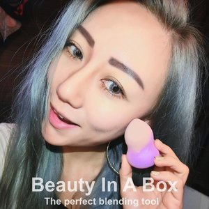 Life is good when you have a ALL-IN-ONE makeup/cosmetics sponge to deal with your makeup routine. Applying BB Cream, primer, concealer, contour powder, highlight is made easy with @mkupsingapore #BeautyInABox ! Get them now at only $12.90 (Usual $14.90) at @ohwowsingapore 🤘🏻 Perfect X'Mas Present🎁  #mkupsg #mkup #美咖 #beautyblogger #beauty #clozette