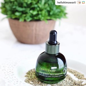 "@hellohimawarii:🍵🌿🍵🌿.... @innisfreeofficial Green Tea Seed Oil* 🍵🌿👌🏻 I think everybody has heard me gush about how much I adore Innisfree too many times, so I'll try to keep this short and sweet 😝😝 @miibox allowed me to choose three items to review and this was the third one that I picked, knowing how much I adore their green tea lines and how much they have worked for my oily skin 🙏🏻🙏🏻🌿🌿 my favorite product of theirs has always been the Green Tea Fresh Skin toner, and while I still love that I now have replaced it with this oil 😍😍 wow it is one moisturizing oil that really gives your skin a refreshing feel without being heavy. Innisfree is known for sourcing green tea ingredients from Jeju Island, which is exactly what they do here with ""151 green tea seeds"" 😱😱💚💚 they also use sunflower oil, orchid extract, and prickly pear extract 🌼✨ green tea is a super antioxidant and this not only used the leaves but seeds too, getting that Vit E and yum amino acids to restore moisture 💪🏻💪🏻 this is great for oily/combo/dry skin 🤗🤗 • I have to give a big thanks to @miibox for sending me this as its been such a vital product in my routine for the past month 🙏🏻🙏🏻💚💚 on the blog next week ✍🏻✍🏻🕵🏻🕵🏻 (*PR gifted). . . . . #ブロガー #化粧品 #コスメ #スキンケア #オイル #茶の木 #이니스프리 #イニスフリー #韓国 #韓国コスメ #美容 #kskincare #abskincare #asianbeauty #kbeautyaddict  #lbloggers #366inbeauty #faceoil #flatlay #jejuisland #kbeautyaddict #ecobeauty #greenskincare #naturalskincare #skinroutine #koreacosmetic #koreaproduct #kbeautyblogger #skincareaddiction #clozette"