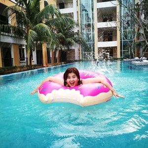 Home is where the pool is 🍩 ➕🏊=💓 jessyingtravel #johor #travel #famtrip #johortourism #fam #mediatrip #clozette #travelblogger #travelwithdfs #desarujohor #xplorejohor #mcbc #tiararesidence #desarufruitfarm #elsgolfclub #lotusbeachresort #malaysiachinesebloggerclub