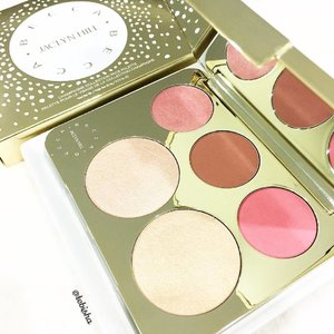 A little Christmas gift for myself during the @sephorasg Black Friday Sales. This has been on my wish list since it launched in SG. Finally got it on my hands! 🎉 Becca Jacqlyn Hill Champagne Collection Face Palette 😍 #becca #beccajaclynhill #sephora #sephorasg #blackfridaysales #makeup #facepalette #blusher #beauty #clozette #highlighter