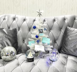 Christmas be like . . . 🎄☃ Feels so good to be celebrating X'mas at my own home because i am free to decorate it anyway i want! I can display the beautiful disco ball i bought from Bali a few year back, and place my very precious globes together for display! 👻  #globe #discoball #chanel
