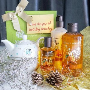 What a beautiful and pampering gift set! This holiday season, @YvesRocher releases 2 limited edition sets to celebrate the holiday spirit of gifting! Clementine & Spices and Cranberry & Almond, they smell so devine! Each comes in a complete set of pampering treats. - Exfoliating Shower Gel 200ml - Liquid Hand Soap 190ml - Bath and Shower Gel 400ml (shown here) - Perfumed Body Lotion 390ml (shown here) - Norishing Lip Balm 4.8g - Hand Cream 75ml - Eau de Toilette 100ml (shown here)  Thank you #luxasia for this gorgeous set!