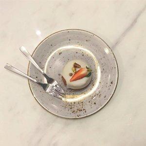 HONEYCHAMOMILE x #throwback #cake #igers #onthetable #eatoutsg #igsg #foodsg #igersingapore #vscocamsg #sgfood #vscosg #foodporn #foodpornsg #clozette #dessert #dessertsg #dessertporn #burpple #flatlaysg #flatlay #cafehopsg #sgcafehopping #sgcafe #cafesg #sgcafehop #cafehoppingsg #exploresingapore