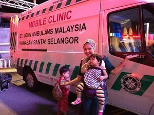 Mobile clinic is available soonest in kawasan pantai Selangor to give people health treatment.  Ps adelia pick her nose lol  #monspace #mobileclinic #stjohnambulance #kawasanpantaiselangor  #syafierayamincom #blogger  #mommyblogger #iger #igermalaysia #BeautyBlogger #ClozetteBloggerBabes #clozette #Malaysianblogger  #truelove #money #artwork #lovetheraphy #art #artist #youtube #ShopMyEnvicase #relaxingmoment