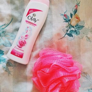 Indulge your skin with the new Olay  Whitening Body Wash!👌🏻 Ughhhh It smells so good you guys.💖😍 Review soon on my blog.😉 . . . #GlowWithOlay #Olay #OlayPH #activesocialph #skincare #skincareph #clozette #clozetteer #beauty #beautyblogger #beautybloggerph #bblogger #blogger #bloggerph #bloggersofthephilippines #asianblogger #pinayblogger #photooftheday #grammersph