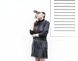 Minimalist outfit . . . #ootd #ootdindo #clozette #fringe #cap #lookbook #lookbookindo #mytinyatlas #abmlifeisbeautiful #passionpassport #travel #minimalist #rsa_minimal #choker #hypebae #postthepeople #nothingisordinary #like4like #window #minimalmood