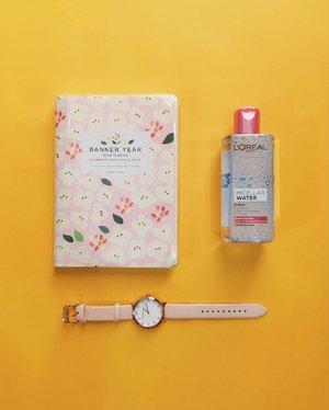 Everyday essentials. 💖 #clozette #flatlays