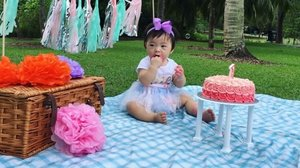Cake mash preview...stay tune 😊 Happy Birthday to my lovely daughter #yuehtong #birthdaygirl #cakemash #firstbirthday #clozette #pasteltheme @chengting_tan @vmanleesy