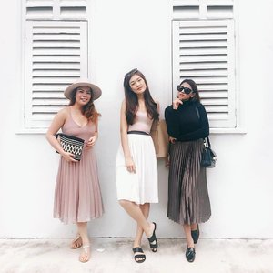 Yesterday's oh-so-pleats brunch date with these lovely baes 💕 @Nurulia @laveenab // 📷: we asked an Aunty on the street to help us take our ootd squad photo 😂 #impressed