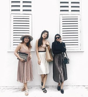 Pleating with my @stylexstyle girlies over brunch yesterday 💕 . . . . . . . . . . . . . #ootdwatch #sgstyle #ootdmagazine #streetstyleluxe #thatsdarling #beauthentic #whatimwearing #lookoftheday #lookbook #darlingmovement #stylegram #sgfashion #detailsareeverything #makeyousmilestyle #realoutfitgram #outfitoftheday #clozette #clozetter #stylexstyle #fashiondiaries #lookdujour #wearitloveit #lovelysquares #detailsoftheday #fashionbloggerstyle #fashionblogger #fashioninfluencer #sgfashion #ootdsg #igsg