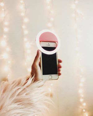 The perfect solution for your selfie problems. 👱🏽‍♀️🤳🏼 Finally found this selfie ring light on @shyshopii 📱OMG, it's so nice. Thank you so much @shairahabon 😘💗🙏🏼 #SelfieRingLight #Selfie #Clozette