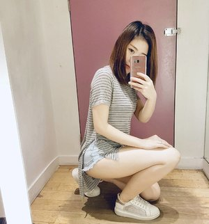 Morning🌞🙈 ya all!  So.....Am i doing this #fittingroomselfie right?😏😉 Must-have casuals from @topshop_sg  #clozette #ootd #casual #basics  #wiwt #instafashion #sgig #fittingroom #selfie #asian #girl #sgblogger #instadaily #mirrorselfie
