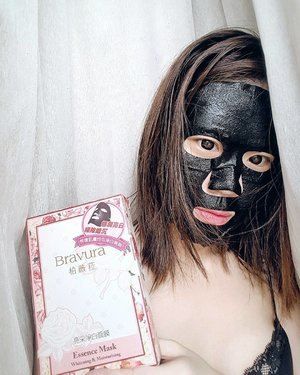 Good morning 🌍! Sorry for terrorizing the feed, just sharing one of my favourite Masks from Bravura, @beautykeepertw 🌸💞 The masks are so amazing and it's now on my platter of MUST-HAVES for easy skin recovering and maintenance.  Immediately,after 20mins, my face becomes brighter (which means the whitening works) and i use it before parties/event or to prep my skin for a long day.  I have a thing for black masks (psychologically it felt like they're more premium), and love it since it worked really well!! Gonna be ordering them on my own from now😌 真的好用!! #clozette #skincare #masks #taiwan #sgig #beautyblogger #sgblogger #instabeauty #whiteningmask #bravura #beautykeepertw #samplestore #giftopia #likeforlike #beautyoftaiwan #beautyreview #sgreview #sponsored
