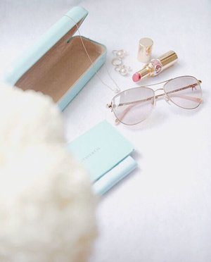 Looking at the world in tinted glasses might not be a bad idea after all with UV400 protection. 😎 . . . . #clozette #sunglasses #spectaclehut #spectaclehutsg #igsg #singapore #sgshopping