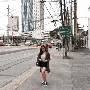 Busy streets. 🚏 Top from @ks_closet_ph  Shoes from @unnownfootwear  Bag: @bagsrus_phoebe  Check them out!! ❤  Thank you so much @unnownfootwear love the shoes. Can't wait to post a closer look of it. 😍  #clozette #fashion