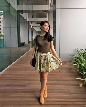 OOTD with Uniqlo's ribbed tee and a bubbly circle skirt that I sewed myself! :D I'm really excited to be sewing more of my own clothes, and already have lots of ideas in mind 👚👗👙👘. Yay to expanding my wardrobe! 😍 📷: @ohmytianss  #ootd #clozette #DIYwithZoeR