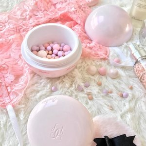 Pairing my Pastel Pink bralette from @laceandsuch.sg & MÉTÉORITES from @guerlainsg 💕  Loving the scent and formula from booster serum ,Primer , Compact , Pearls and Blush .  Loving the scent and formula of each product ✌🏼 #clozette