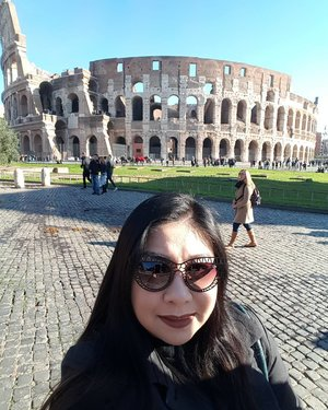 Currently packing my luggage for my flight back home tomorrow!  Here's a pic of me at the Colosseum taken yesterday!  Wearing #doseofcolors Cork on my lips and #quayaustralia sunnies!  I'm really glad to have been on this belated honeymoon with my husband and spent 8 days in Rome!  I can't wait to be reunited with my makeup collection though! Haha  #clozette #igmakeup #instamakeup #sgmakeup #sgblogger #beautyblogger #wakeupandmakeup #hudabeauty #beatthatface #makeupartistworldwide #desimakeup #vegas_nay #dressyourface #slave2beauty #ssssamanthaa #selfie #fotd #eyeshadows #glam #instalike #lotd #lipstick #liquidlipstick #quayaustralia