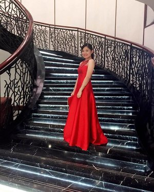 Where to Miss? To the Stars! Gown designed by: Mikee Sangco Make up and Hair by yours truly