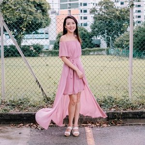 <GIVEAWAY> Just 3 more days to Christmas, hang in there friends! Wearing sweet pink 2 piece off-shoulder dress from @bestarck. Win yourself and your best friend a $10 voucher each by following the simple steps: 1⃣ Follow @bestarck and @jacelynphang on Instagram 2⃣ Like this post, tag 1 friend you'll like to give the voucher to (increase your chance to win by asking your friend to follow step 1 too!)Contest period ends on 31 Dec 2016 and winner will be announced on @bestarck's page. 1 lucky winner & your best friend will be selected. Good luck x 💋