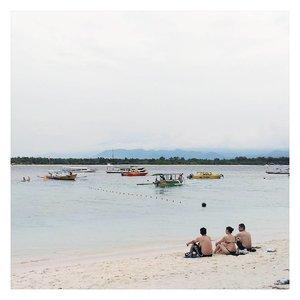 Santai sore di pantai 👌  #ErnysJournalTravel #ErnysJournalBlog #beach #beachlife #Travel #travelblog  #Clozette #Clozetteid