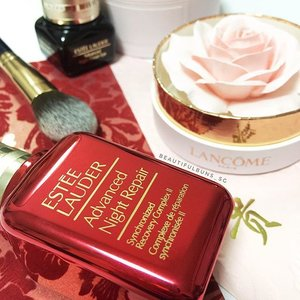 A festive red packaging for @esteelauder 's perennial favourite, the Advanced Night Repair~ I'm still in love with @lancomeofficial 's La Rose A Poudrer - yes the rose is the highlighter blusher! 😍🌸 #esteelauder #에스티로더 #랑콤 #lancome #blusher #highlighter #beauty #beautyblog #beautyblogger #clozette  #beautyaddict #bblogger #instabeauty  #makeup #makeupjunkie #makeupaddict #makeupstash  #beautyjunkie #trendmood #skincare #skincareblogger #makeuphoarder #igbeauty #rose #pretty