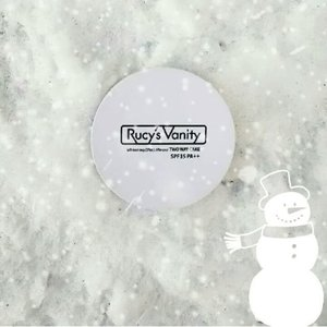 Just because it's cold doesn't mean you should skip applying makeup. Prep your skin with skincare and choose for lightweight coverage like Rucy's Vanity Two way Powder! ⛄❄ #rucysvanityph #twowaycake #koreancosmetics #makeup #beauty #cosmetics #makeupaddict #glam #cold #skincare #powder #snow #clozette