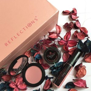 Brightening up your Monday with these cute #potpourri #flowers! And @reflectionsorganics #makeup - this is an #organicbeauty brand for those interested, and shown her are their #blush, #eyeshadow, and #lipglaze! They have a very wide range of colours, so there's bound to be a few shades you'll like! #Clozette #beauty