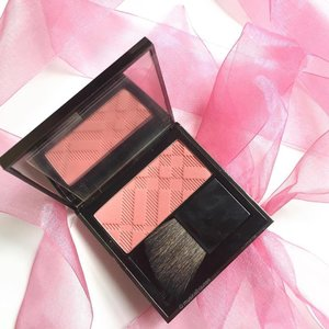My very first @burberry #makeup and I'm in love! This is the #Burberry Light Glow Natural #Blush in shade 5 Blossom Blush! I love me some #blusher, so I'm a happy girl! Thanks to @nkthu32 for giving this to me! #Clozette #beauty