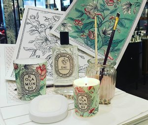 Fall in ❤ with Diptyque's The Rosamundi Collection. The floral rosy Valentine's Day Collection is the perfect #gift for your beloved.  #diptyquemy #kensapothecary #rosamundi #rose #scentedcandle #perfume #fragrance #valentine #clozette #beautyjunkie #beautyaddict #beautylover