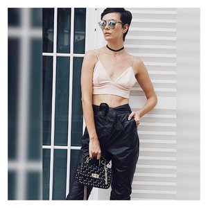 Aspire to inspire before we expire! #croptop #sunglasses are from @katwalklabel  #fashionista #fabooshlane #katwalklabel #vsco #shopping #sg #sglookbook #lookbook #ootd #ootdshare #instafamous #instafashion #look #styleblogger #clozette #fblogger #стиль #мода #лук