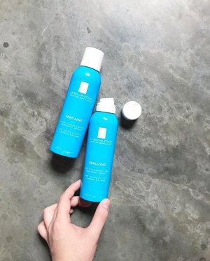 """🦁🦁🦁There is a reason why this 【La Roche-Posay Serozinc】is such a cult favorite around the world. And that reason is simple: it works. It works to calm and hydrate the skin, especially oily/combination and/or acne-prone skin. Zinc Sulfate solution is added in to provide immediate cleansing, toning and soothing effect. Furthermore, topical Zinc is proven to """"regulate sebum, soothe inflammation, healing imperfections, and protect from oxidation"""". I like misting over my makeup with it, but it works so much better when misting it after my toner and patting it in. I have quickly bought another new can to replace to empty one. Lucky!.But....in the emptied can, there is still some liquid inside but it does not dispenses out no matter how you spray it. I chalk it up to me not shaking it evenly before EVERY application. Now that I know, I shall ~shake it, shake it~ a couple more times before use..At $24.90/150ml, or $12.90/50ml, my combi+acne-prone skin drinks it up lovingly! If you guys (Singapore) are interested to try, @lazada_sg is having 10% off for both sizes right now! Thank you @lrpsg for bringing this cult fav in!"""