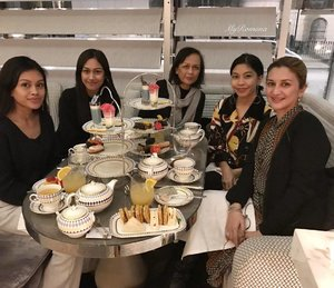 #throwback to an all-girls #PretaPortea on Christmas Eve at @the_berkeley #Knightsbridge #London Missing my Berkeley babes & the funny stuff that happened at the tea AND the ride back! 😂 Also missing my 2 other sisters and 2 nieces who didn't come to London with us this time. If my next business deal goes through I will bring them all to London with me one day! . . .  #MyRomana #MyRomanaWinter2016 #clozette #Family #sisters #nieces