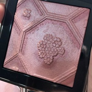 @burberry Silk and Bloom Blush Palette • • •  #burberry #burberrybeauty #withlovefromlondon #burberrysilkandbloomblush #MyRomana #clozette #makeup