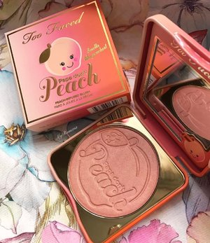 """@toofaced Papa Don't Peach blusher. This was never on my radar but I bought it anyway bcos: (1) I used to dance to Madonna's """"Papa Don't Preach""""💃🏼 (2) Love the colour on me(I didn't think it swatched well with just my fingers so I tried some on my cheeks) and wow! it gave my cheeks a lovely healthy glow. No highlighter needed as it gave a nice sheen(that didn't accentuate my pores) • • • @sephoramy #sephoramy #MyRomana #clozette #toofaced #toofacedpapadontpeach"""
