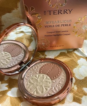 @byterryofficial Impearlious Premium Highlighter Compact. Bought this for approx £20 at the recent @harrods sale preview before Christmas. Great bargain as the NRP is £45 . . .  #HarrodsSale #HarrodsBeauty #HarrodsMoment #Harrods #knightsbridge #London@#MyRomana #clozette @terrydegunzburg #MakeupJunkie