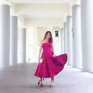 Never was a pink kinda girl but this vibrant Fuschia number from @rentadress_sg definitely blew my mind! Another Papell dress that got me so much compliments when I wore it the pink #MACCosmeticsSG flagship launch❤️❤️❤️ Just 4 more days till Christmas loves, if you need a pretty frock for those year-end parties, head over to #RentaDressSG showroom and quote my name for 15% off! #Clozette #whatiwore #stylexstyle #pursuitofportraits #asseenonme #chictopia #lookbookasia #aboutalook #lookbooksg #stylediaries #styleblogger #thatsdarling #stylegram