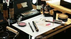 Happy banget dapet kesempatan konsultasi makeup bareng @studiomakeupid , terima kasih!!! . . Ternyata berguna juga sketching tampilan di kertas sebelum di wajah daripada asal nemplok.  Hehehe... . . #clozette #clozetteid #starclozetter #makeupart #beautyblogger #studiomakeup #studiomakeupid