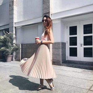 By combining two different shades of pink and pairing it with minimal accessories, #ClozetteAmbassador @chiamhuiy's pleated skirt easily steals the show with it sleek movement, texture, and look.  Love the micropleat trend? If you want to learn how to wear it for the upcoming holiday weekend, visit www.clozette.co for the inspiring outfits we spotted in our community.
