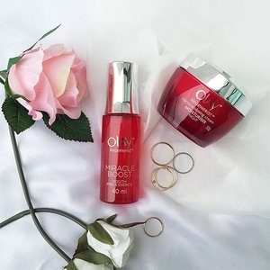 Is your 10-step skincare routine not working for you? Don't worry! Trim it down to the essentials and get that radiant and youthful glow in no time. Our current pick? Olay Regenerist Miracle Boost Youth Pre-Essence + Olay Regenerist Micro-Sculpting Night Cream!  For more tips on how to get that youthful glow, head over to #ClozetteINSIDER (link in bio)!