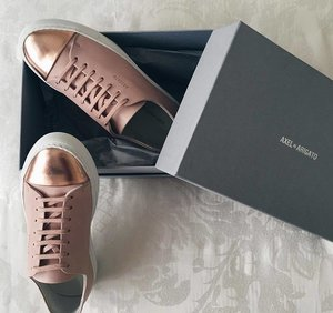 Good morning loves! Sneaker inspo for the week: #ClozetteAmbassador @laveenab's blush and rose gold-coloured pair. What shoes are you wearing today? Comment them down below!  And don't forget to snap and share them with the community! // 📷 #ClozetteAmbassador @laveenab