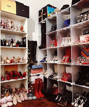 Things are getting out of control right here! 😍👠👠👠👠 #crystalshoesgame #clozette #fashionblogger #shoes