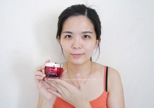 My current favorite day moisturizer? It's the Olay Regenerist Micro Sculpting Cream. 😍 This cream is a total bomb! It smoothens out my skin and minimizes the pores on the first day of my application.😱 The best part is that my skin looks more radiant day by day which makes me so happy about it. I have also penned down my overall review in my blog @ janiceyeap.blogspot.com on my results after using it for 28days (close to a month). Do check it out alright? Link is in the bio. #MiracleDuo #BestBeautiful #OlayRegenerist #Clozette @olay