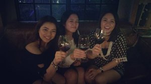 From the Titas of Cebu: Cheers to 2017! And to their love lives! @coleten_04 😂😂😂😂😂 @lavieparisiennecebu  #SinulogBeshies #Sinulog2017 #PhyphyinCebu #whenincebu #Cebu #LaVieParisienneCebu #wine
