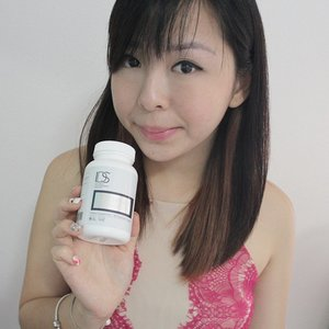 Im getting so so fairer after i started having #lycowhite from #idsclinic! Started with my second bottle now ♡♡♡ All-in-one pill for whitening, sun protection, and antioxidant benefits. It helps to give you fairer and clearer skin over time with a vital carotenoid complex called Phytofloral, which is derived from tomatoes, and inhibits melanin synthesis.  Take 3 capsule a day !  #sgbloggers #sgbblogger #lipcare #handcare #skincare #beauty #sgbeautyblogger #igsgbeauty #kelynnstory #sgblogs #clozetteambassador #clozette @idsclinic #whitening #sgbloggers